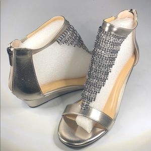 (p271) Thalia Sodi Tacey Wedge Sandals Pewter 9.5M